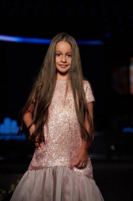 Дочь Ксении Бородиной вышла на подиум в Дубае - Фото №5