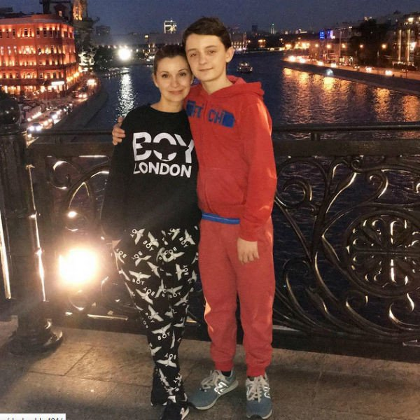Сын Ольги Орловой закончил школу