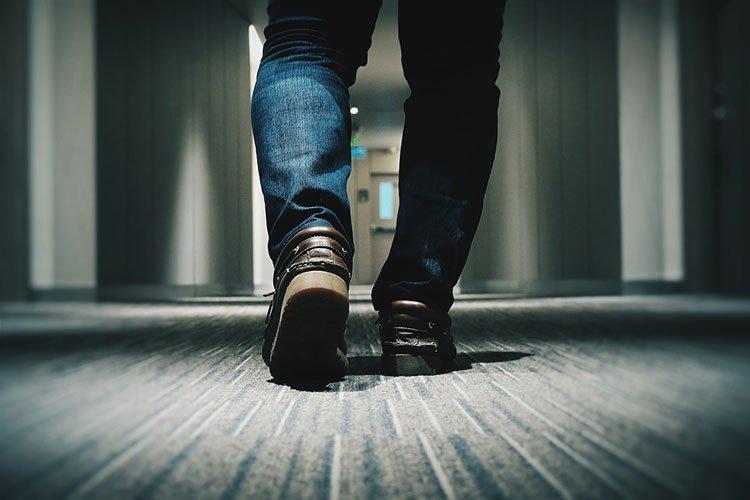 Почему в США дома ходят в уличной обуви