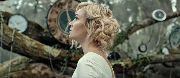 Полина Гагарина стала сказочной феей в новом клипе