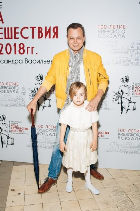 Звёзды на выставке Александра Васильева - Фото №6