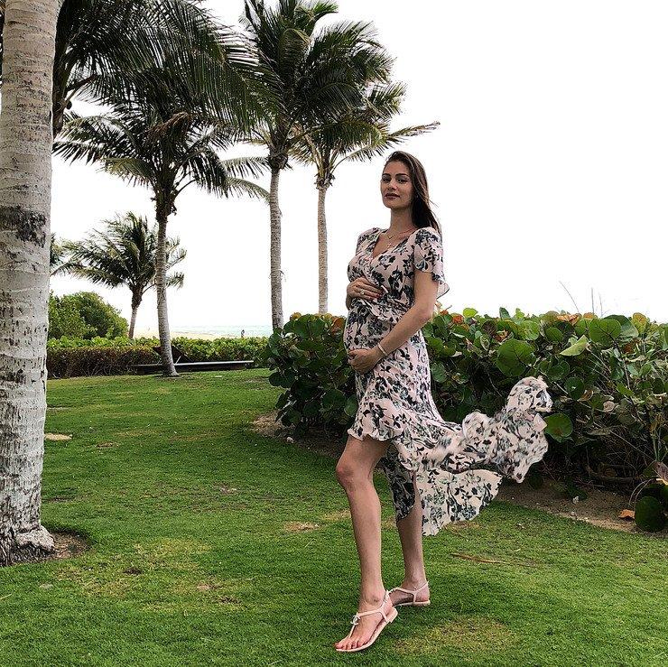 Беременная Настасья Шубская приняла участие в фотосессии