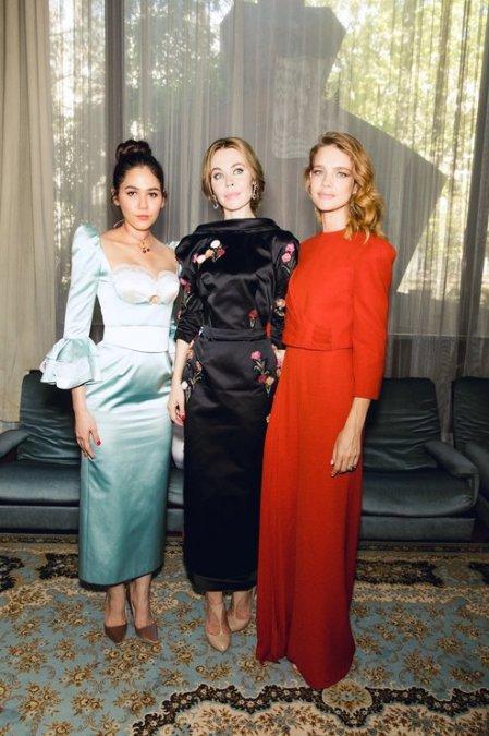 Рудковская и Водянова поддержали Ульяну Сергеенко на показе в Париже - Фото №5