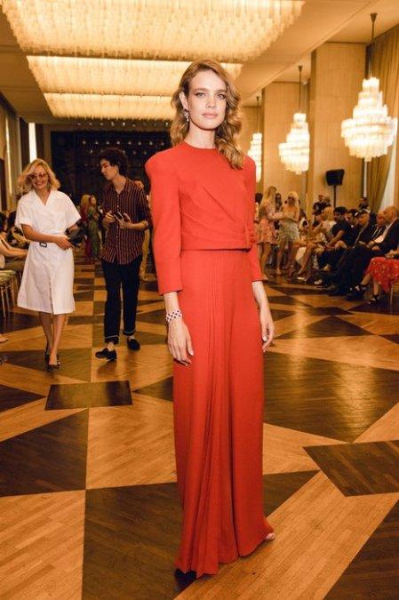 Рудковская и Водянова поддержали Ульяну Сергеенко на показе в Париже - Фото №1