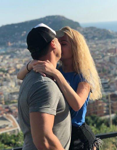 Самые страстные и горячие поцелуи российских звезд - Фото №4