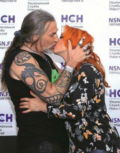 Самые страстные и горячие поцелуи российских звезд - Фото №7