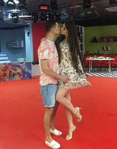 Самые страстные и горячие поцелуи российских звезд - Фото №3