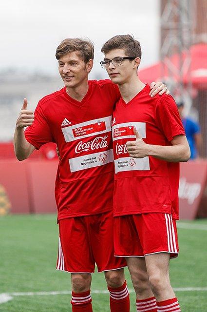 Водянова, Рудковская и другие на благотворительном футбольном матче - Фото №7