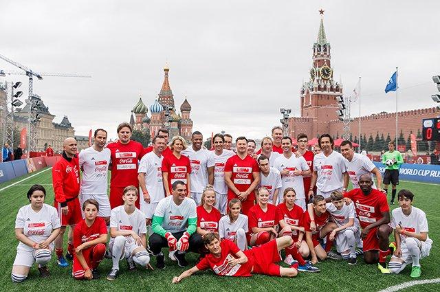 Водянова, Рудковская и другие на благотворительном футбольном матче - Фото №10