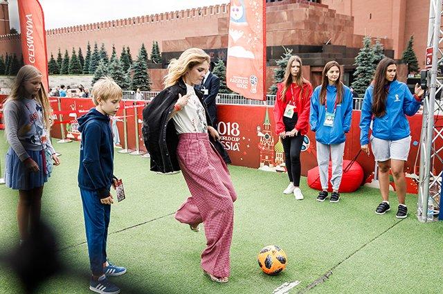 Водянова, Рудковская и другие на благотворительном футбольном матче - Фото №8