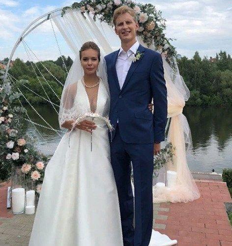 Фигуристы Анна Погорилая и Андрей Невский связали себя узами брака - Фото №3