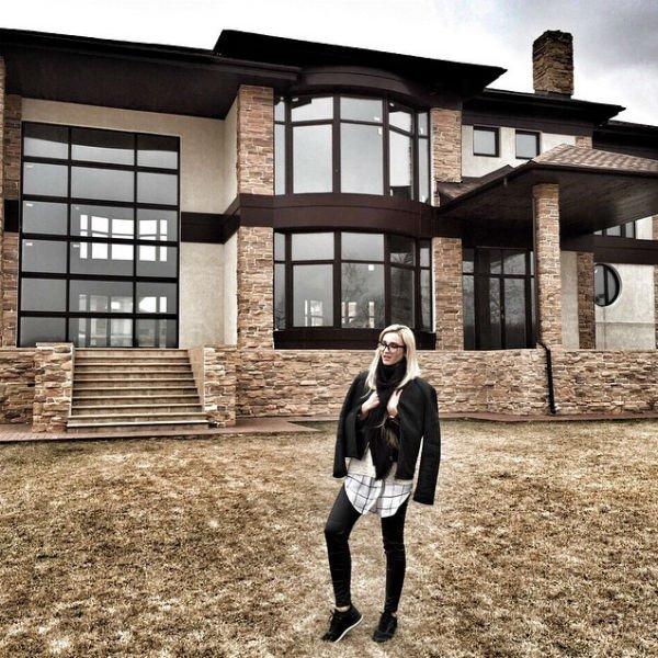 Дмитрий Тарасов продаёт коттедж, в котором жил с Ольгой Бузовой