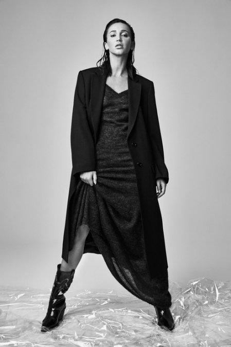 Ольга Бузова предстала в необычном образе на обложке знаменитого глянца - Фото №2