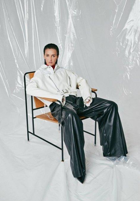 Ольга Бузова предстала в необычном образе на обложке знаменитого глянца - Фото №7