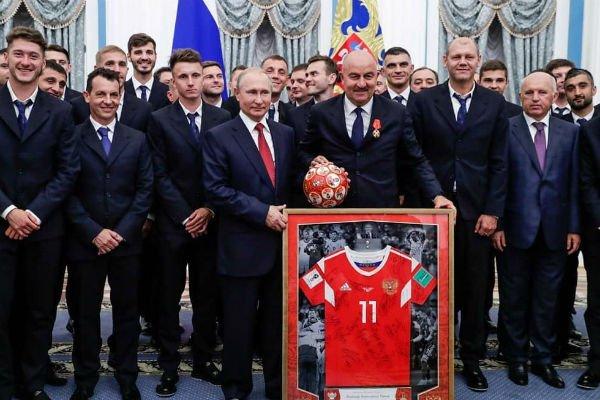 Звезды спорта недовольны награждением футбольной сборной