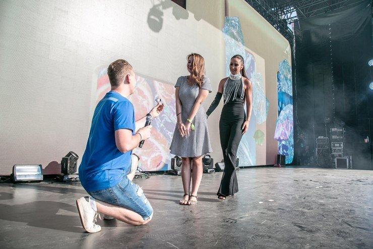 Ольга Бузова помогла фанату сделать предложение своей девушке