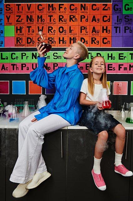 Звёзды и их дети в лукбуке школьной формы от H&M - Фото №2