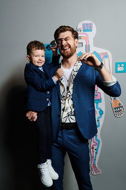 Звёзды и их дети в лукбуке школьной формы от H&M - Фото №5