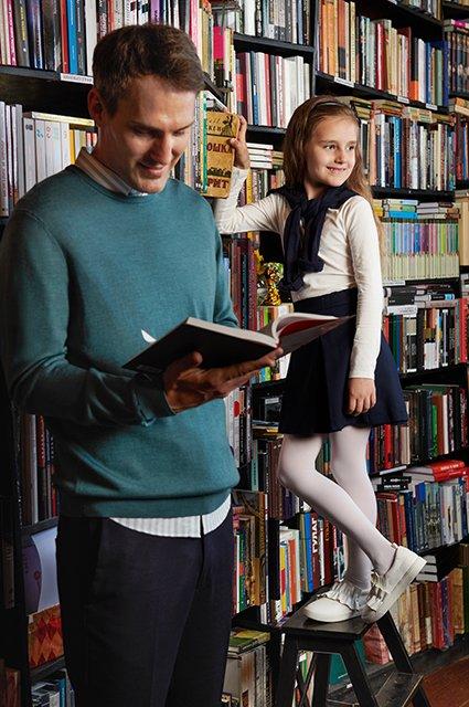 Звёзды и их дети в лукбуке школьной формы от H&M - Фото №3
