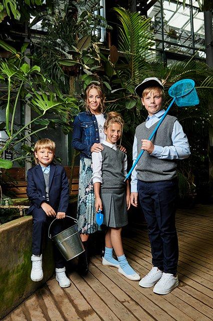 Звёзды и их дети в лукбуке школьной формы от H&M - Фото №8