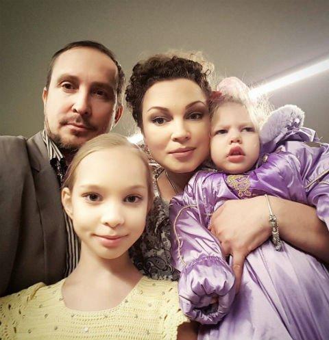 Данко отказывается содержать дочерей