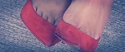 Анастасию Ендальцеву высмеяли за дырявую обувь