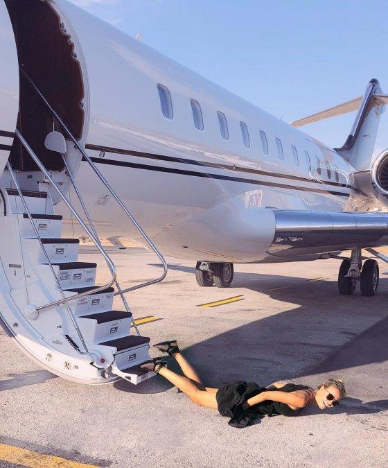 «Падающие звёзды»: новый флешмоб, увлекший отечественный шоу-бизнес - Фото №1