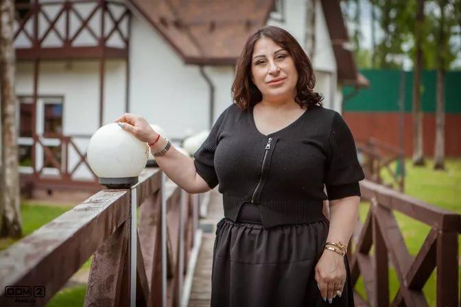 Марина Тристановна устроила публичный стриптиз