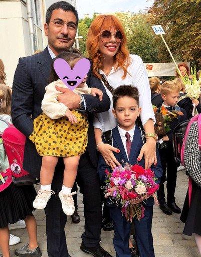 Знаменитости отвели детей в школу - Фото №3