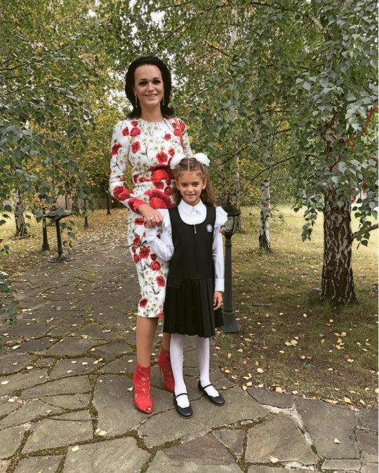 Знаменитости отвели детей в школу - Фото №9