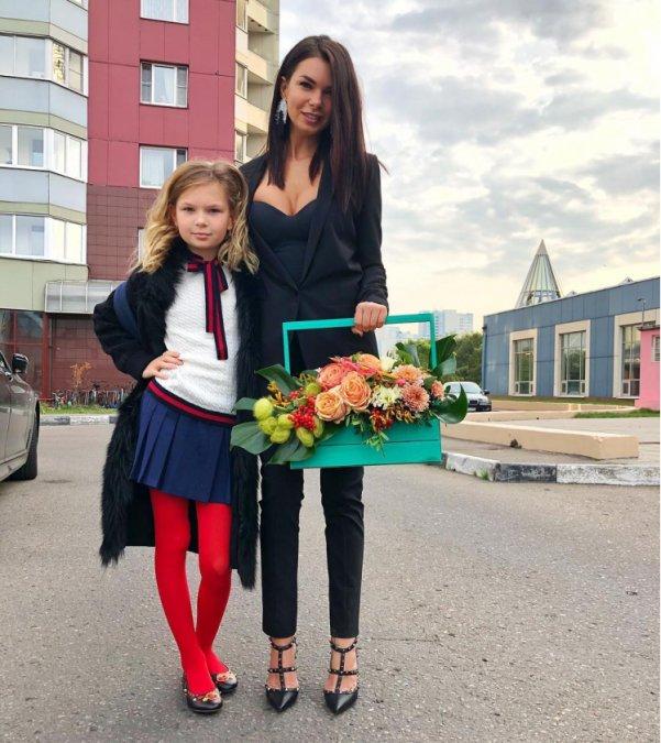 Знаменитости отвели детей в школу - Фото №10