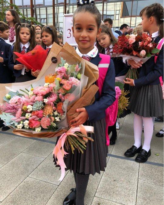 Знаменитости отвели детей в школу - Фото №2