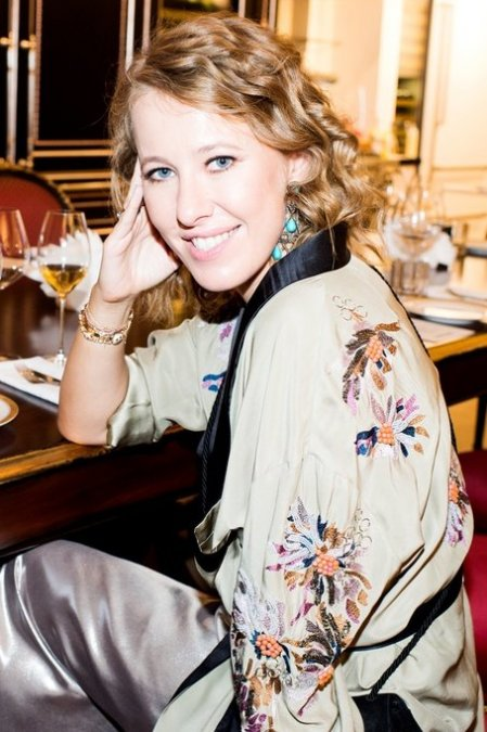 Ксения Собчак собрала друзей на закрытом ужине - Фото №7