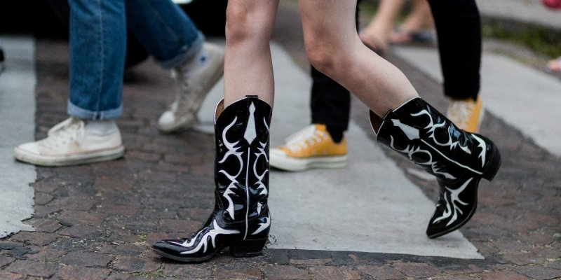 Почему сапоги-казаки нужны в гардеробе каждой модницы