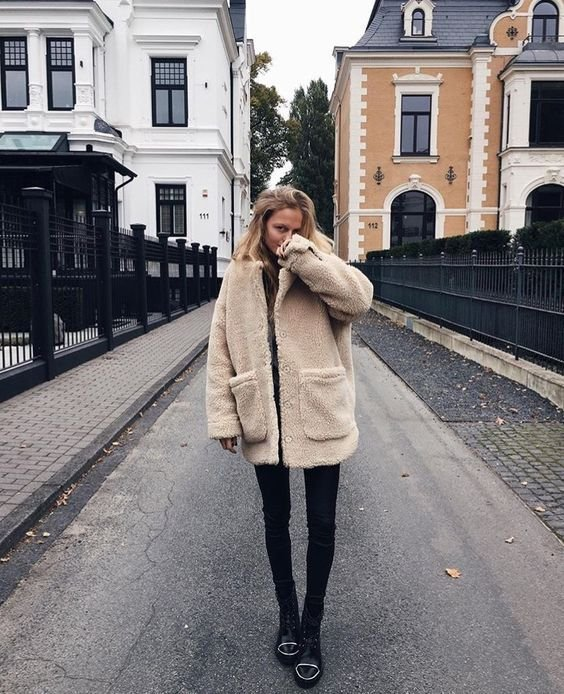 Плюшевое пальто - самый модный тренд осени