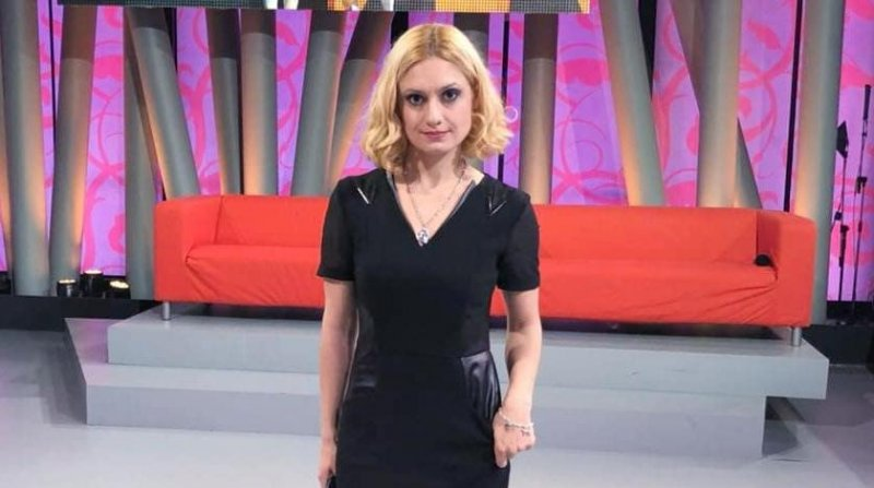 Карину Мишулину выгнали из театра