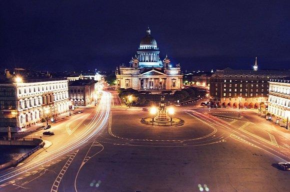 В центре Санкт-Петербурга неизвестный рассыпал деньги