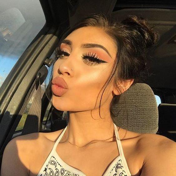 Популярные бьюти-тренды в макияже, которые уже не актуальны