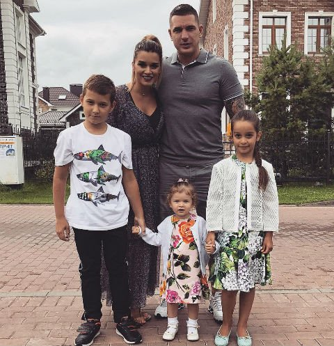 Муж Ксении Бородиной показал дочь с разбитым носом