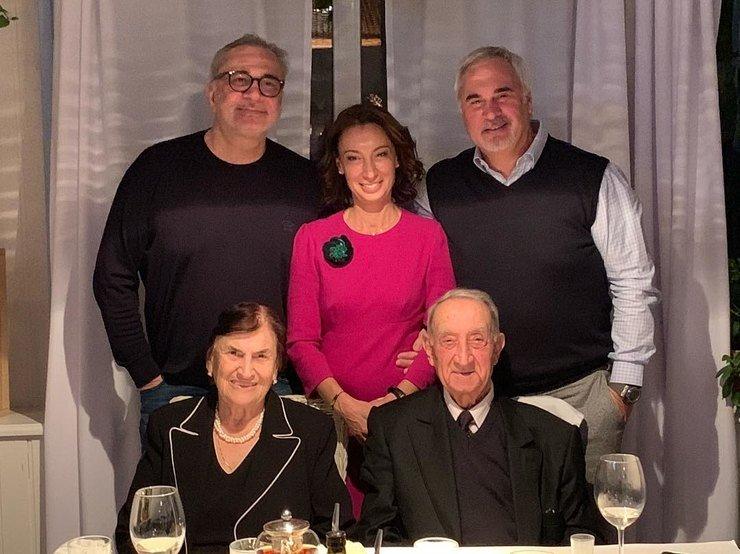 Валерий Меладзе показал фото всей семьи в честь юбилея отца
