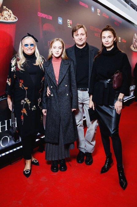 Надежда Михалкова собрала звёзд на премьере дебютной картины - Фото №1