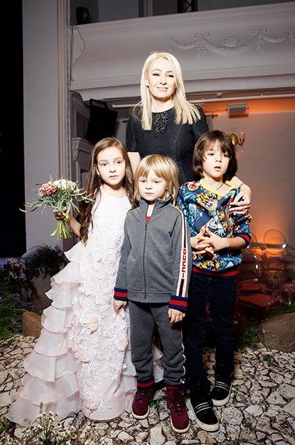Дети знаменитостей помогли Галине Юдашкиной представить свою новую коллекцию - Фото №7