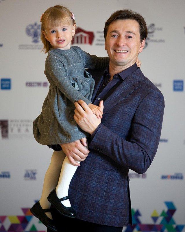 Анна Матисон подарила Сергею Безрукову сына