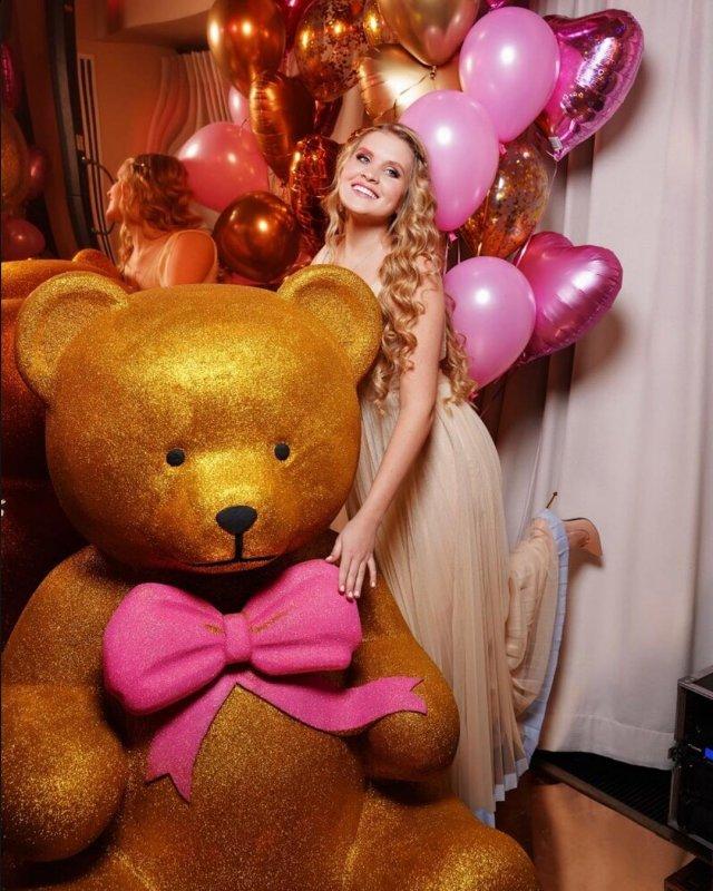Дочь Александра Малинина отпраздновала совершеннолетие