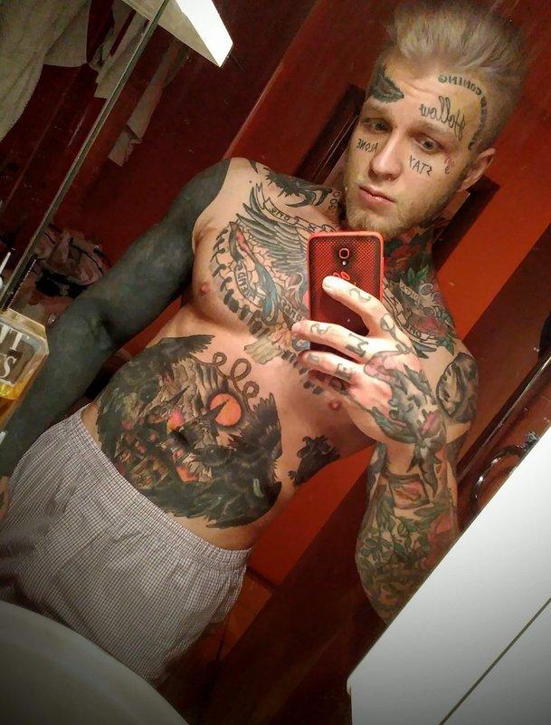 Елена Яковлева показала сына-фрика без татуировок
